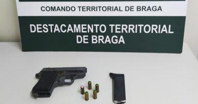 GNR de Braga apreende arma de fogo que estava ao alcance de crianças