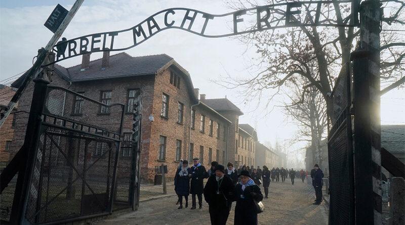 Sobrevivente de Auschwitz vai conhecer família de soldado que a libertou