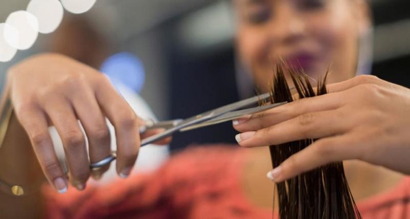 Jovem com o cabelo mais longo do mundo decidiu cortá-lo…12 anos depois