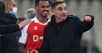 Carlos Carvalhal quer melhorar eficácia para vencer Boavista
