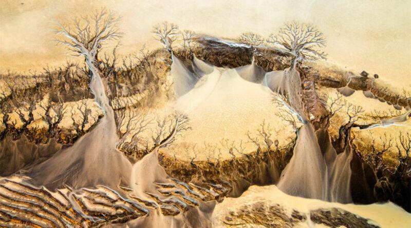 Podia ser um quadro de Dalí, mas é só o degelo glacial na Islândia