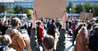 Professores e educadores em greve no dia 5 de novembro